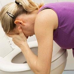 उल्टी होने के तुंरत बाद पानी ना पिएं, करें ये उपाय