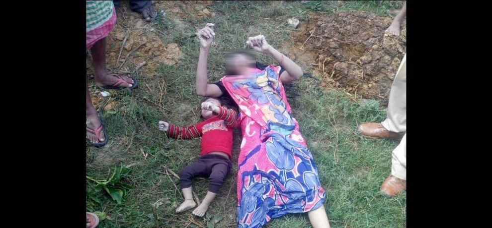 woman jumped in well with her two children in UP Balia