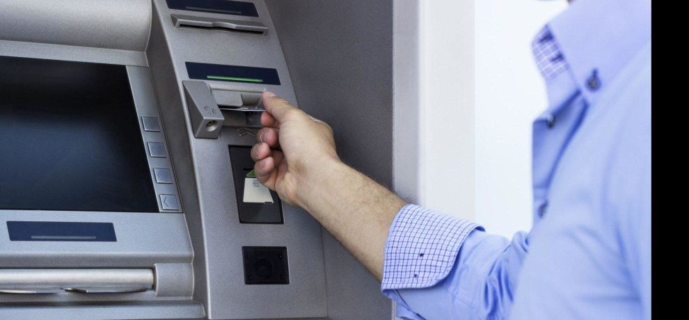 Woman changing ATM flown 18 thousand