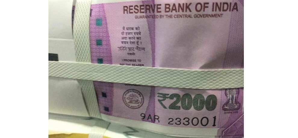 Image result for पनी के लॉकर ने उगले 61 करोड़, मिले 2 हजार के नोट और सोने के सिक्के