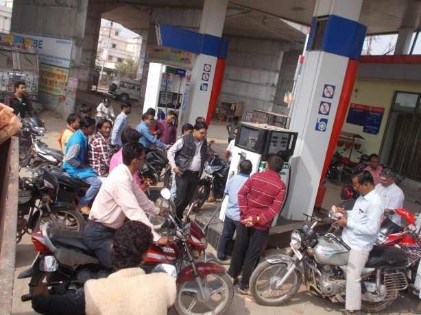 petrol pumps to be remain shut down from 14 may in these 8 states