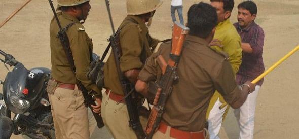 fight between police and jila panchayat menber