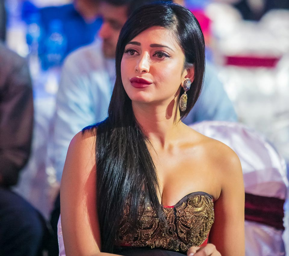Shruti Haasan 33th Birthday On 28 January - मां-बाप की ...