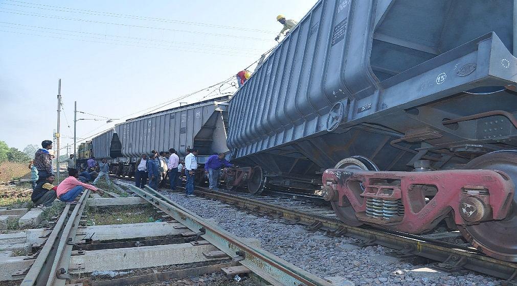 Within 26 Hour Another Train Derail At Jhansi - झांसी रेल मंडल में 26 घंटे  बाद ही दूसरी रेल दुर्घटना, मालगाड़ी बेपटरी - Amar Ujala Hindi News Live