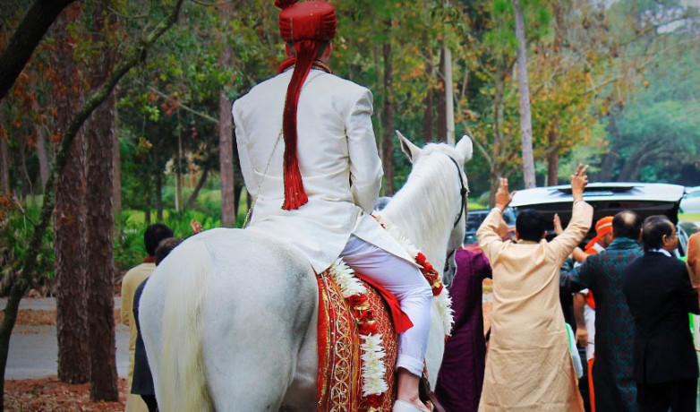 why groom ride on mare