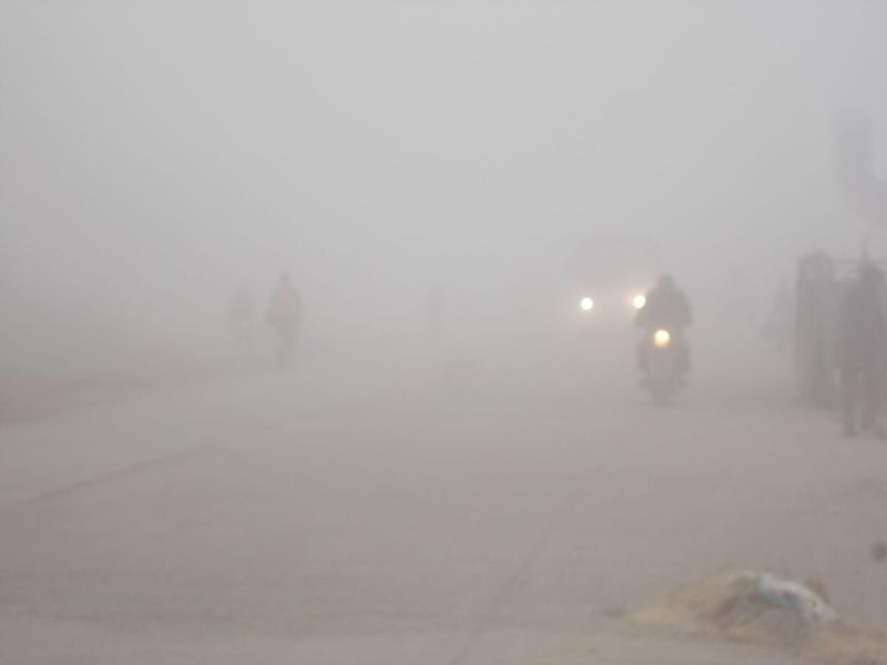 Speed of vehicles, trains stopped by fog, putting jam on the highway
