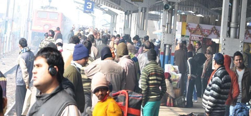 Tundla railway station waiting for trains Relyatri