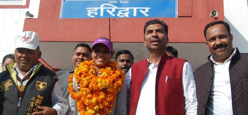 women hockey captain vandana kataria came home.