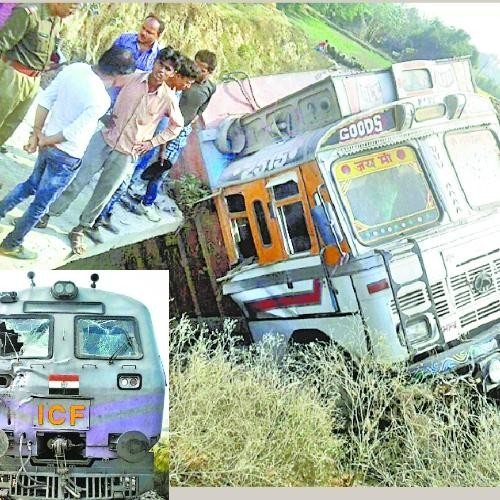truck collapse with train in balrampur