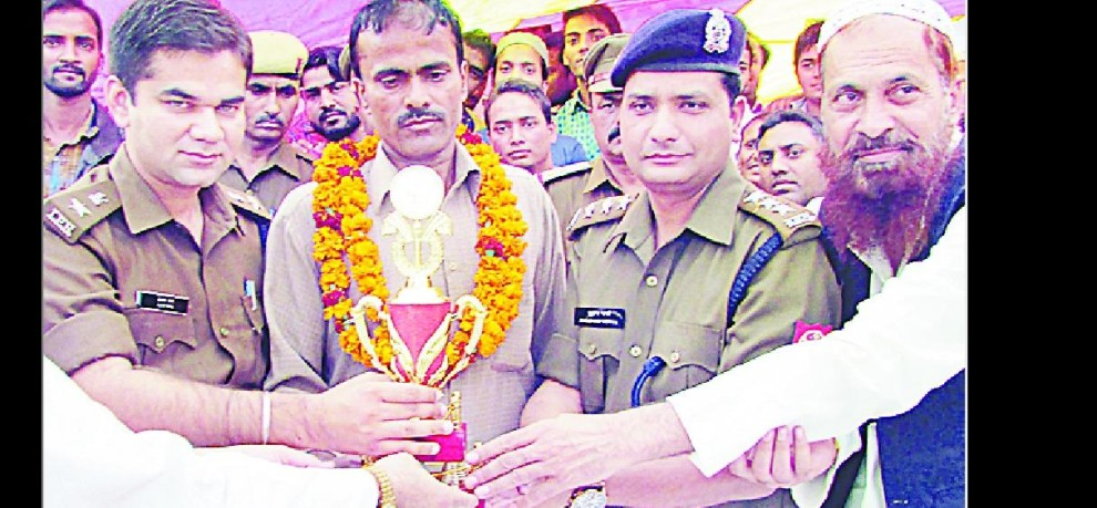 Palwinder in apprehending two men honored