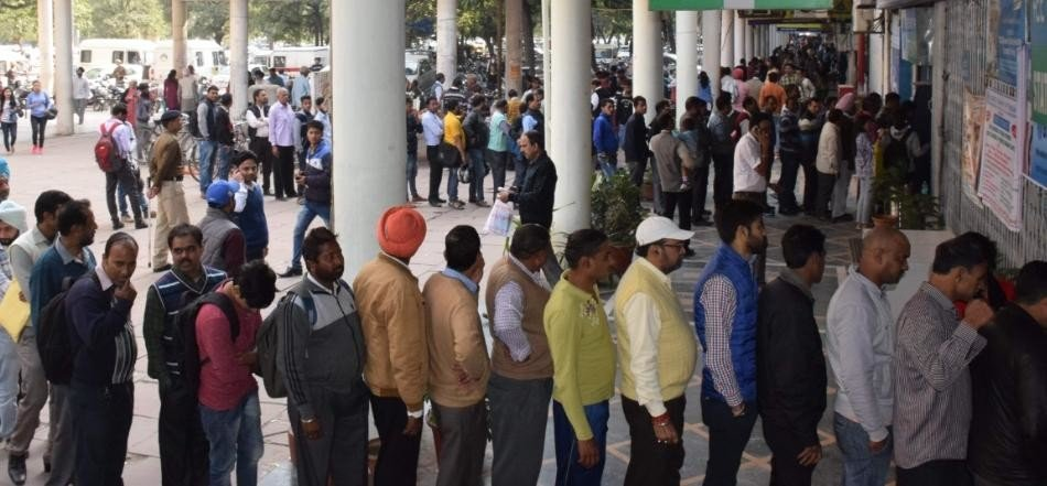 Notbandi: the first day of the month, banks, ATM drew tremendous crowds