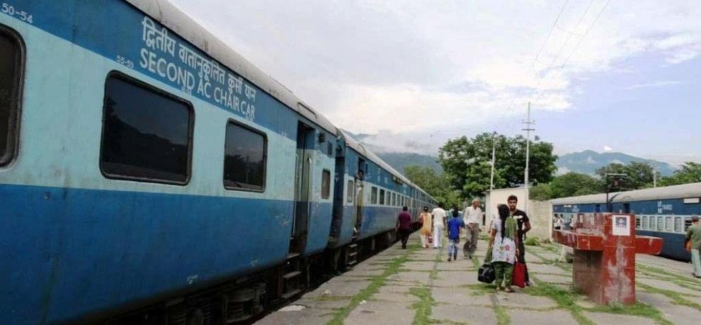 Image result for मोबाइल  ट्रेन