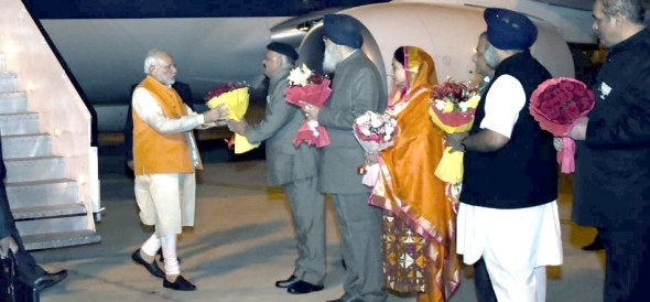 PM Modi reached amritsar airport for taking part in heart of asia summit