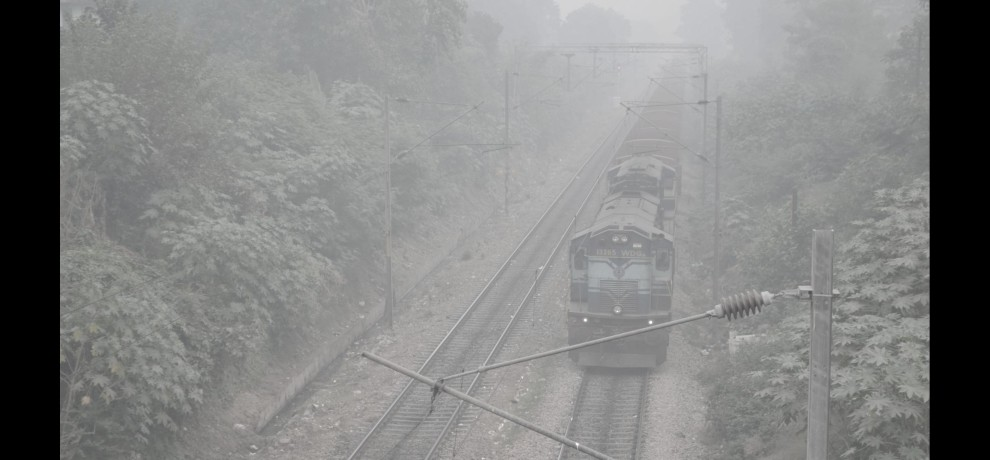 many trains cancel between delhi to lucknow due to fogg