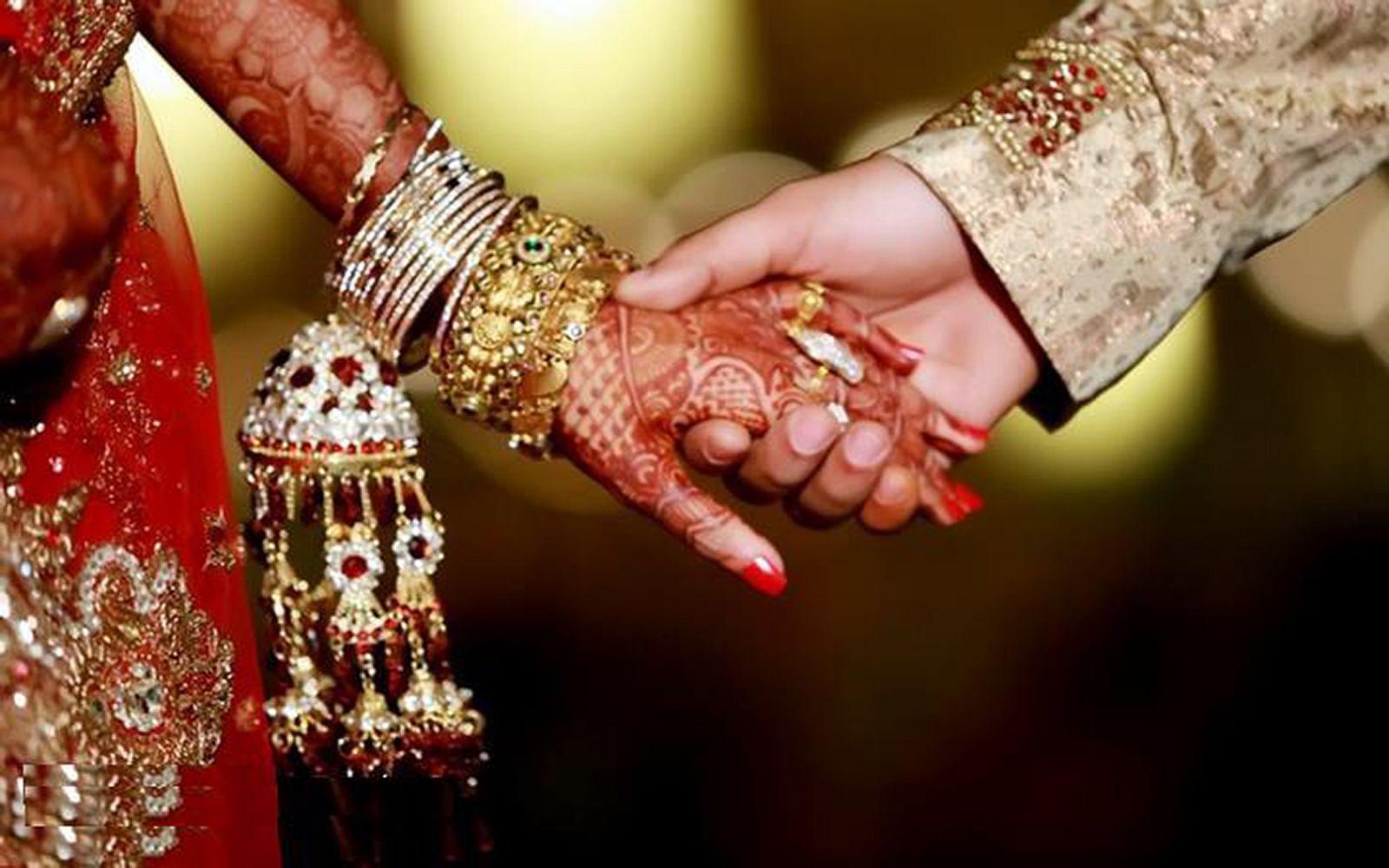 कोतवाली क्षेत्र के एक गांव में फिल्मी अंदाज में युवती का अपहरण का युवक फरार हो गए। युवती से शादी करने के लिए युवक ने उसका अपहरण कर लिया।