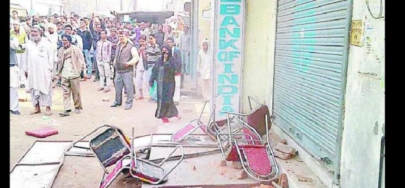 vandalized, stones at SBI not getting Cash