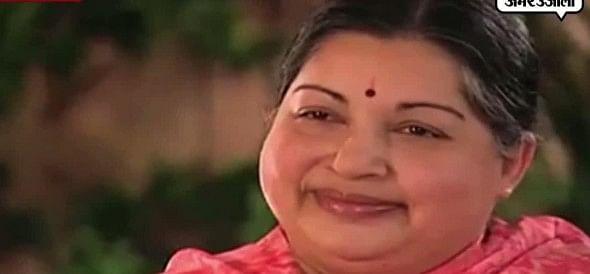 जयललिता को ये हिंदी गाना गाते देख आप भी चौंक जाएंगे!