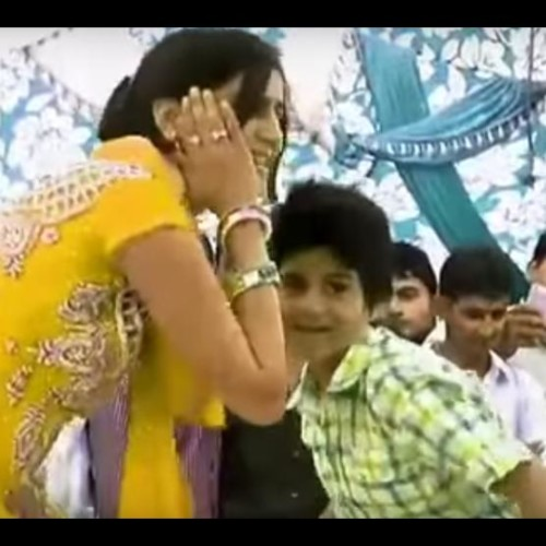 bigg boss 11 contestant sapna chaudhary dance with 10 year old kid