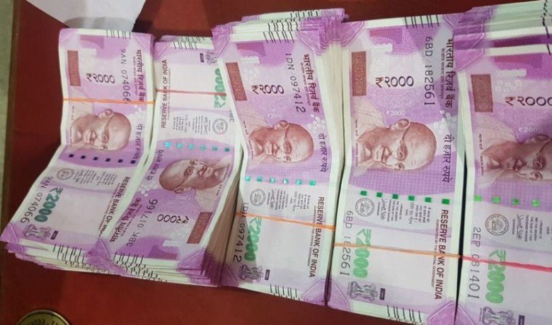 fake currency of 2 lakh rupees in new notes siezed by bsf on bangladesh border
