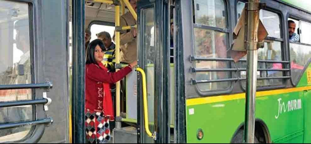 woman get in to wrong bus lost her leg in accident in delhi