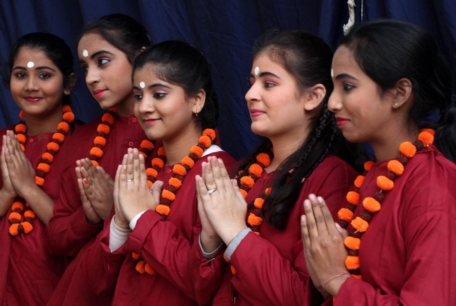 Hindu girls Nude Photos 27