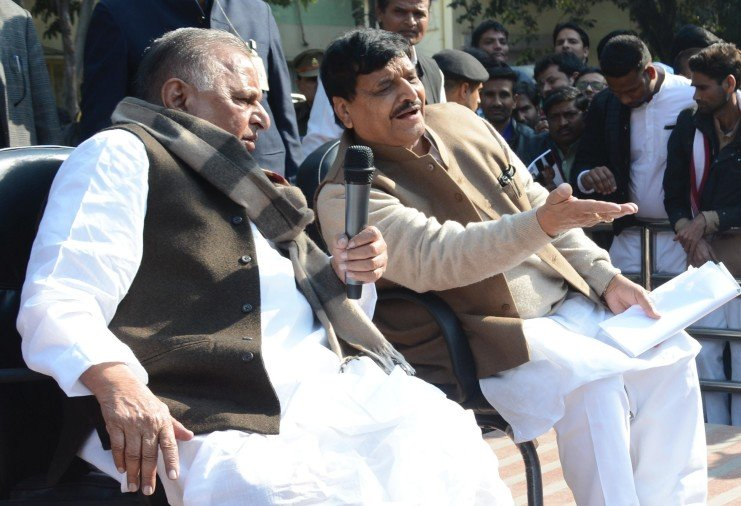 mulayam press conference in party office