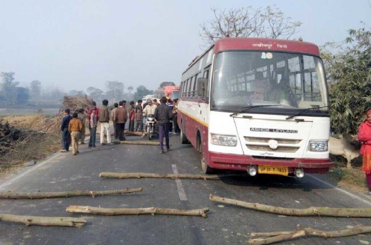 Pilibhit-Basti put the jam on the highway with the bodies, sabotage