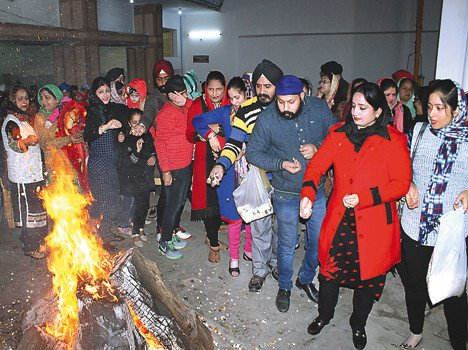 Lohri to the beat of drums in people Thirke