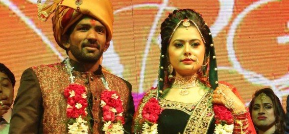 unique marriage of olympian wrestler yogeshwar dutt without dowry, engagement in one rupee only