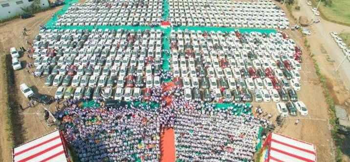 Surat diamond merchant gives away 1200 cars as bonus