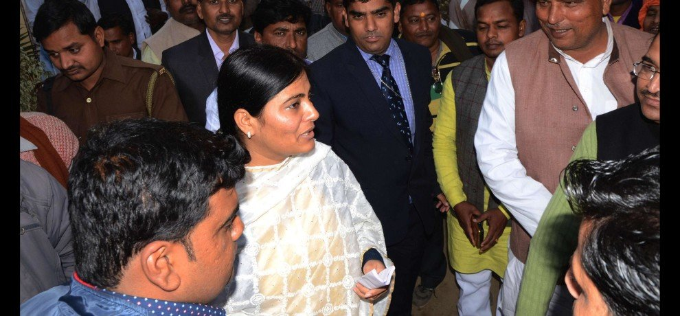 unsatisfied worker of apna dal(s) meet anupriya patel