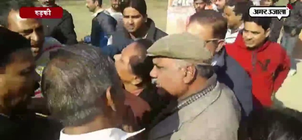 SP AND BJP CANDIDATES SUPPORTERS CLASHED DURING DISCUSSION EVENT IN Roorkee