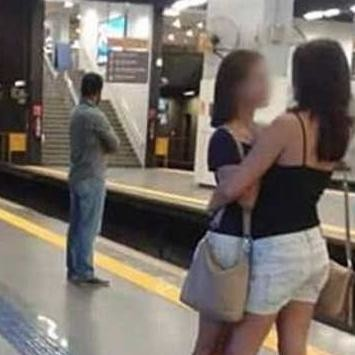 Photo of two women in Brazil went viral, at metro station