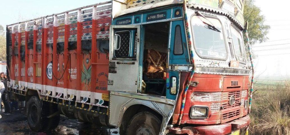 two die, accident, car, truck accident, kaithal