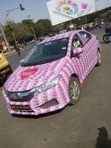 2000 rupees note decorated car found in mumbai, Police arrest Lover