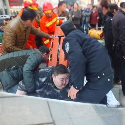 Twenty Men Took To Lift A Fat Man From Street