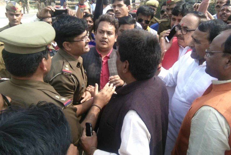 central minister mahendra nath pandey  Wrangling with security staff at chaundauli