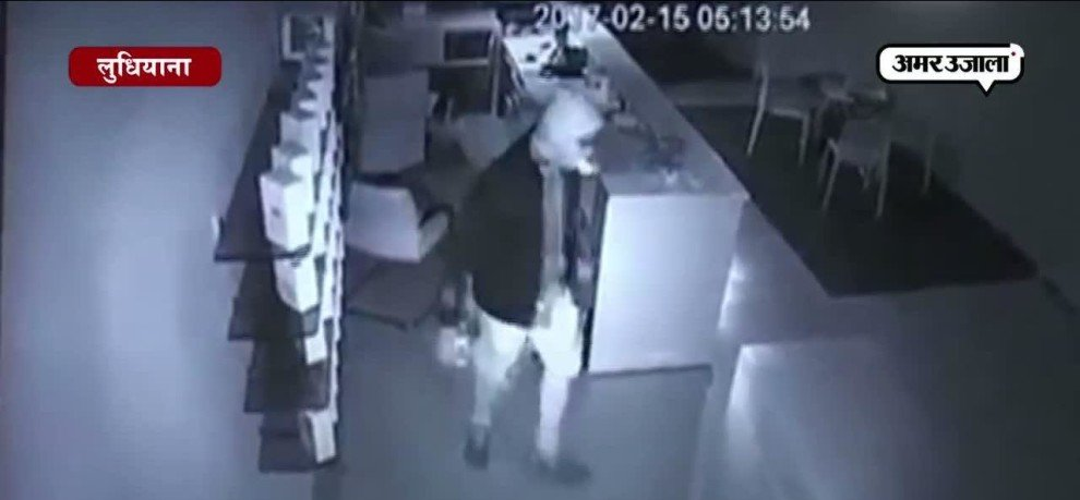 Watch how thieves stolen cell phones from a show room?