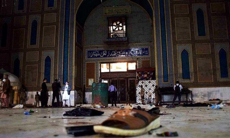 37 killed in crackdown after attack in pakistani shrine