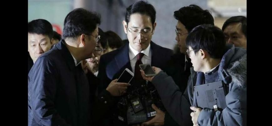 Samsung chief arrested in courruption case