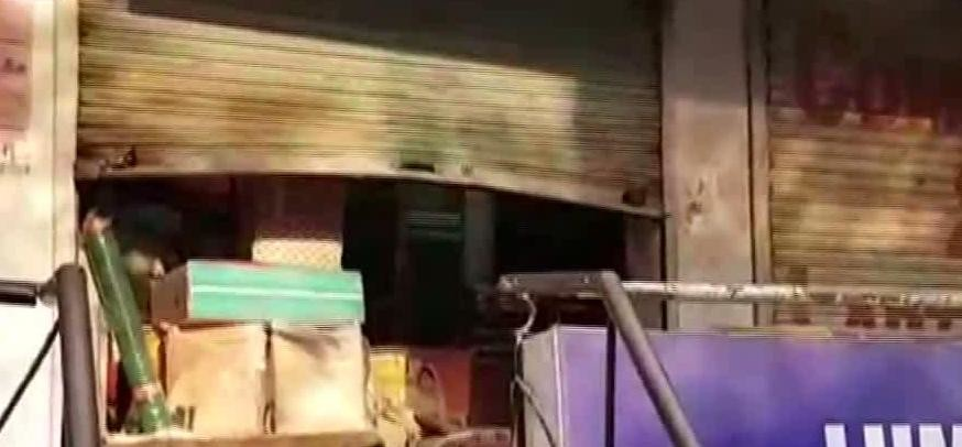 HALF DOZEN SHOPS LOOTED IN GURUGRAM
