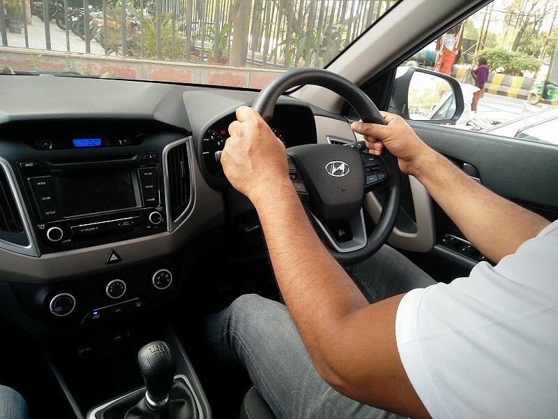 5 Mistakes Of The Manual Car Driving - ड्राइविंग के दौरान न करें ये 5  गलतियां - Amar Ujala Hindi News Live