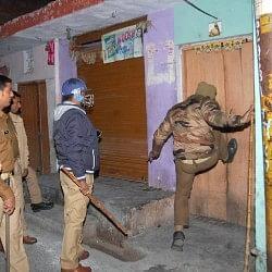 मुजफ्फरनगर में सांप्रदायिक तनाव, कई थानों की पुलिस मौके पर, फायरिंग