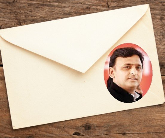 sp workers circulating message from akhilesh door to door