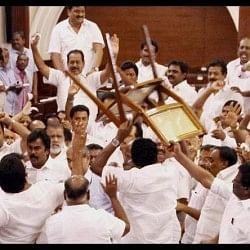 तमिलनाडुः कोर्ट ने मांगा सदन में हुए हंगामे का वीडियो, राज्यपाल-मुख्यमंत्री सचिव को नोटिस