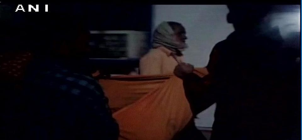 Bihar: Relatives forced to carry body of a woman