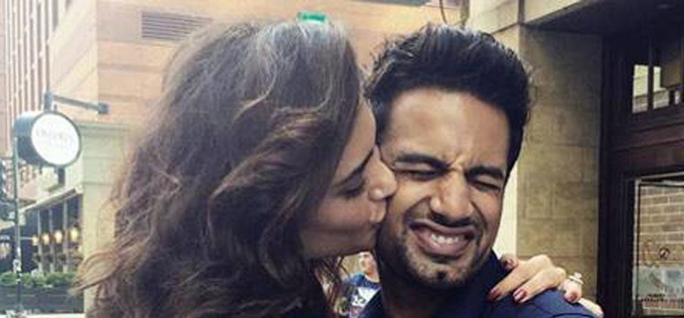 karishma tanna and upen patel spot together in restro