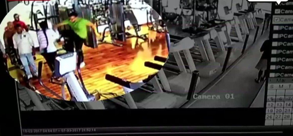 VIRAL VIDEO OF GOLD GYM BODYBUILDER MISBEHAVE WITH GIRLS