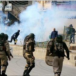 खुलासाः कश्मीर में मुठभेड़ शुरू होते ही सक्रिय हो जाते हैं 300 व्हाट्सऐप ग्रुप