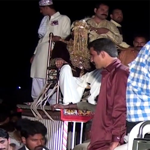 Viral News Pakistan Home: Viral Video: Pakistani Groom Entered His Wedding On A
